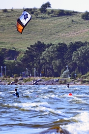 Kitesurfer an Rügens Küste