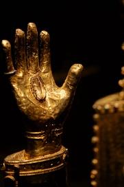 Mit seinen wertvollen Kunstwerken und Reliquien ist der Domschatz einer der kostbarsten Kirchenschätze der Welt.