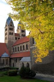 Die romanische Liebfrauenkirche ist das älteste Bauwerk am Halberstädter Domplatz.